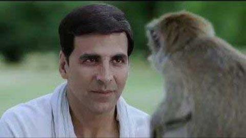 Akshay Kumar Fight With Monkey